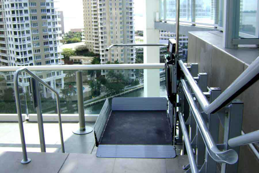Artira wheelchair lift image on Bedco Mobility website