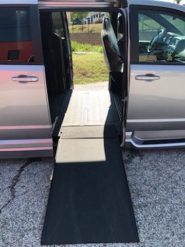 sliding door of minivans open