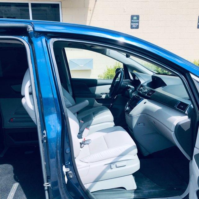 Front seats of used honda minivan