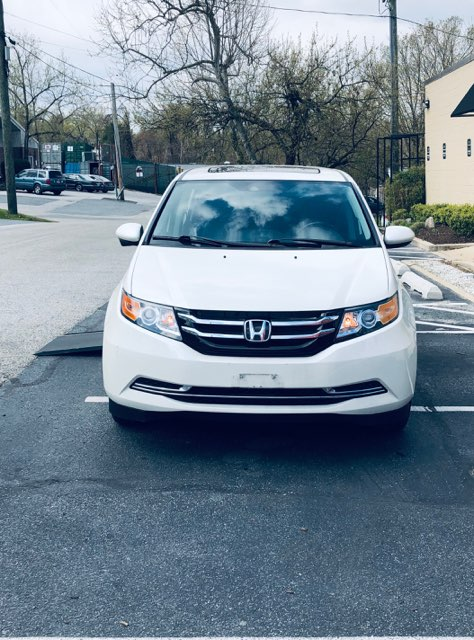 front view of used honda odyssey accessible van